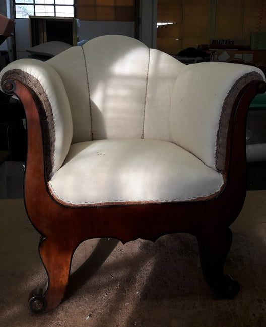 Rusztikus fotel letisztult kárpitozással